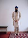 http://www.janinebaechle.com/files/gimgs/th-34_06g-Gurpreet-Singh-stehend-mit-Bank-108,8.jpg